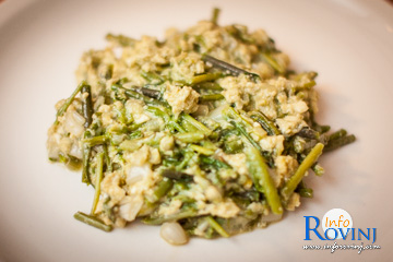 Scrambled eggs with wild asparagus