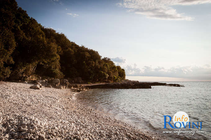 Beaches in Rovinj: Bay Gustinja 2